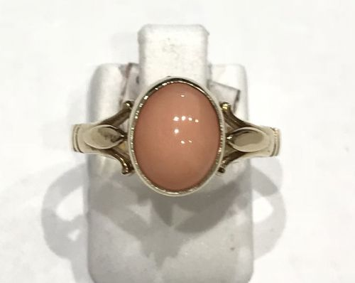 Coral Yellow Gold Oval Ring